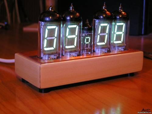 Часы на люминесцентных индикаторах ИВ-12